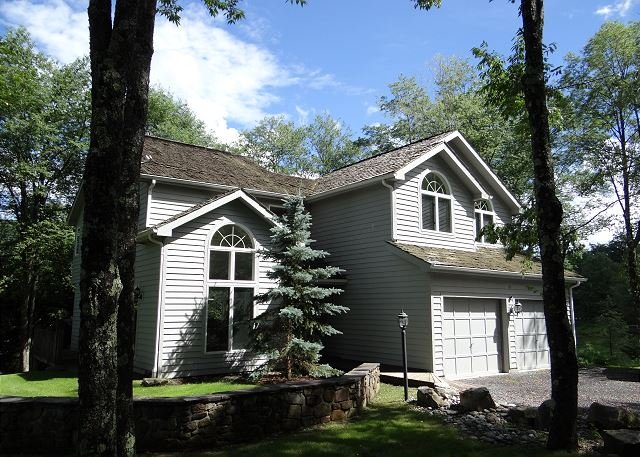 Mountain Magic Meets Lakeside Luxury. Welcome to Marrakech!, holiday rental in Canaan Valley