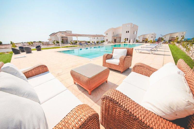 Big villa with shared pool & garden, holiday rental in Tatlisu