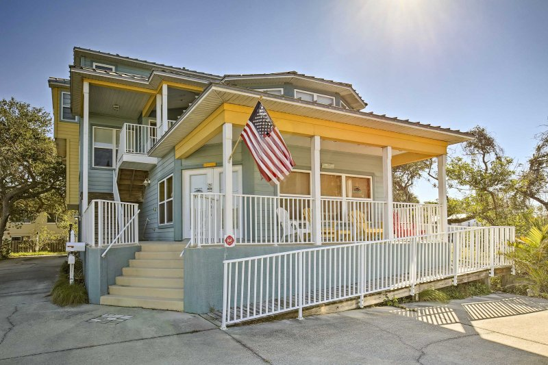 Escape to the Gulf and stay at this vacation rental house in Indian Rocks Beach!