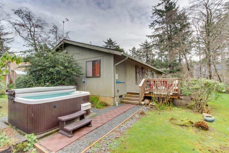 updated 2019 dog friendly cottage with private hot tub deck rh tripadvisor ca