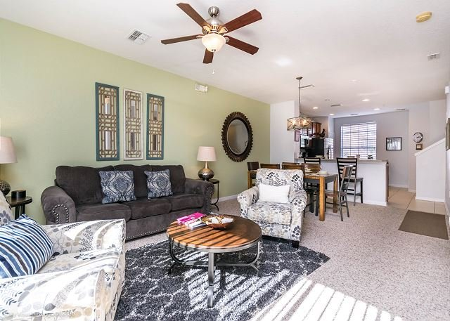 3-bed, 3.5-bath town home with patio, garage and all the special touches., vacation rental in Orlando
