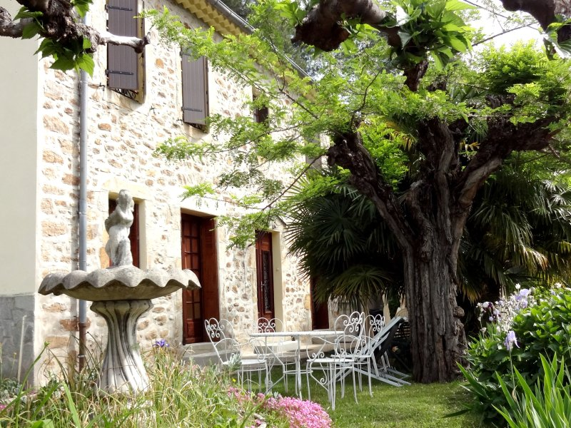 Big house with garden & terrace, aluguéis de temporada em Le Martinet