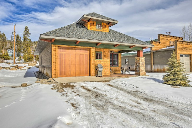 This vacation rental cabin boasts 1,000 square feet of living space and incredible woodwork both inside and out.
