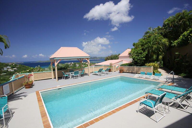 A piscina em Cruz Visualizações só é compartilhada por 10 condomínio. Venha desfrutar de um mergulho!