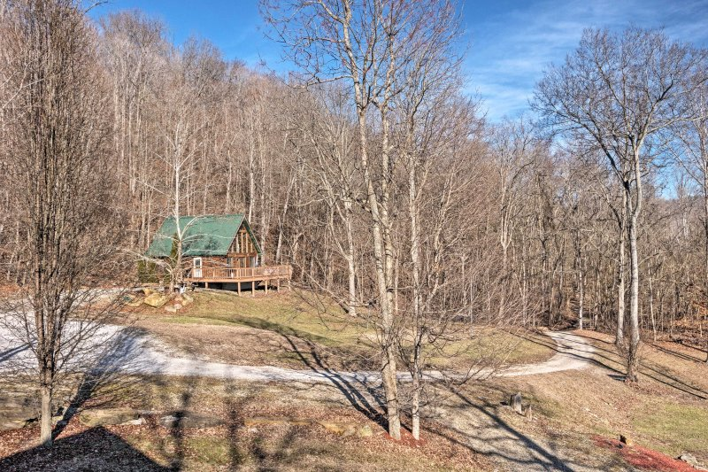 Sitting on a large plot of land just an hour from great skiing and family attractions, this home has something for everyone.