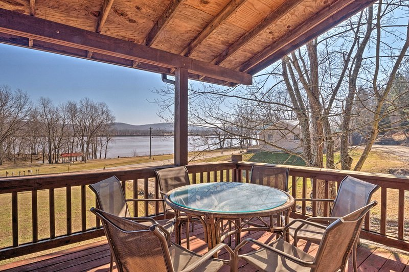 This historic log cabin is on the Ohio River and can sleep up to 20 guests!