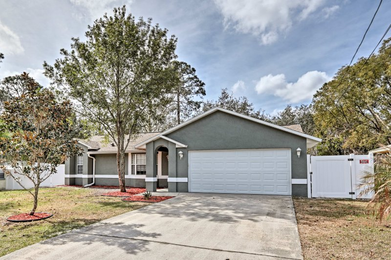 Cozy Home - Mins to Disney, Daytona & New Smyrna!, alquiler de vacaciones en Orange City