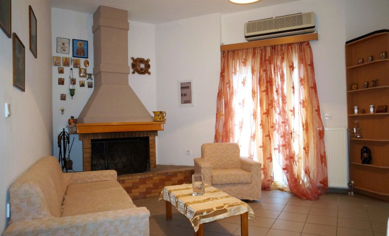 Nice apartment with terrace & Wifi, holiday rental in Meronas