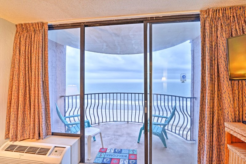 Enjoy marvelous ocean views from inside your abode.