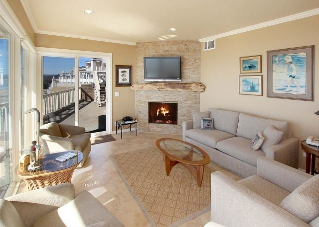 Beachfront Condo w/ Pool, Private Patio & 180-Degree View of Monterey  Bay, location de vacances à La Selva Beach