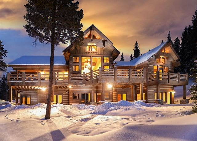 Enjoy Expansive Views, On Call Winter Shuttle, Hot Tub & Den w/ Shuffleboard, holiday rental in Breckenridge