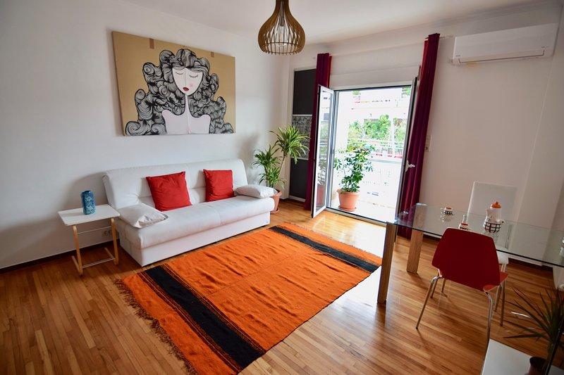 Two bedroom apartment in the heart of Athens with Acropolis views!, alquiler de vacaciones en Atenas