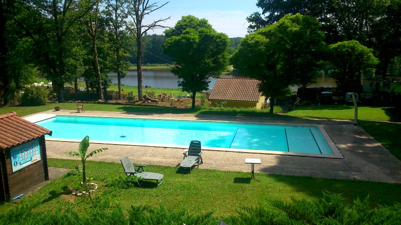 Amazing bungalow with shared pool, vacation rental in Saint-Auvent