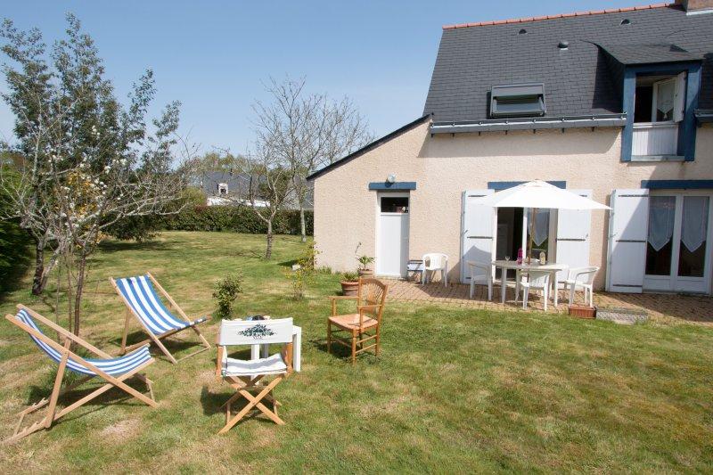 Big house with terrace & Wifi, location de vacances à Plougoumelen