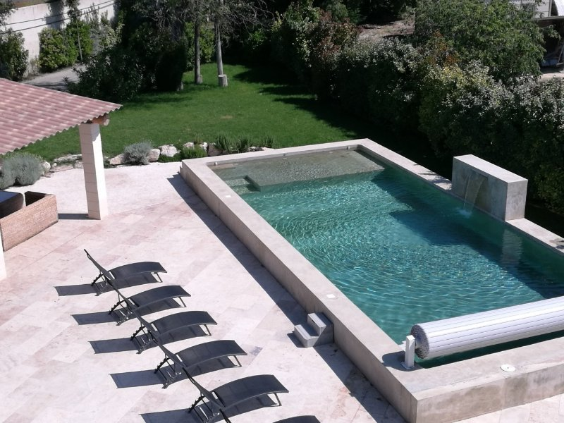 Big house with swimming-pool & Wifi, casa vacanza a Pernes-les-Fontaines