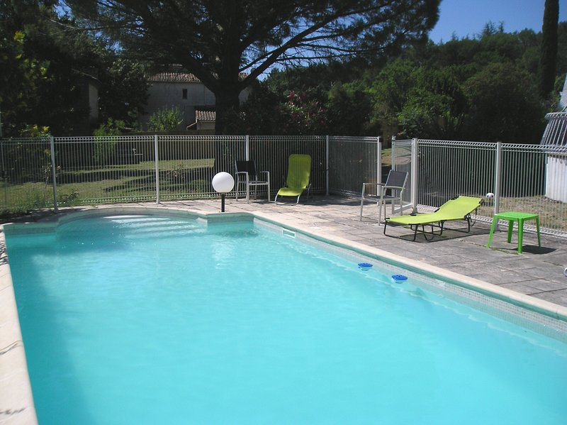 Nice apt with pool access & terrace, location de vacances à Sanilhac-Sagriès