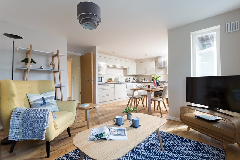 Turning Tides, a lovely 2 bed 2 bathroom apartment just yards from the seafront, location de vacances à Falmouth