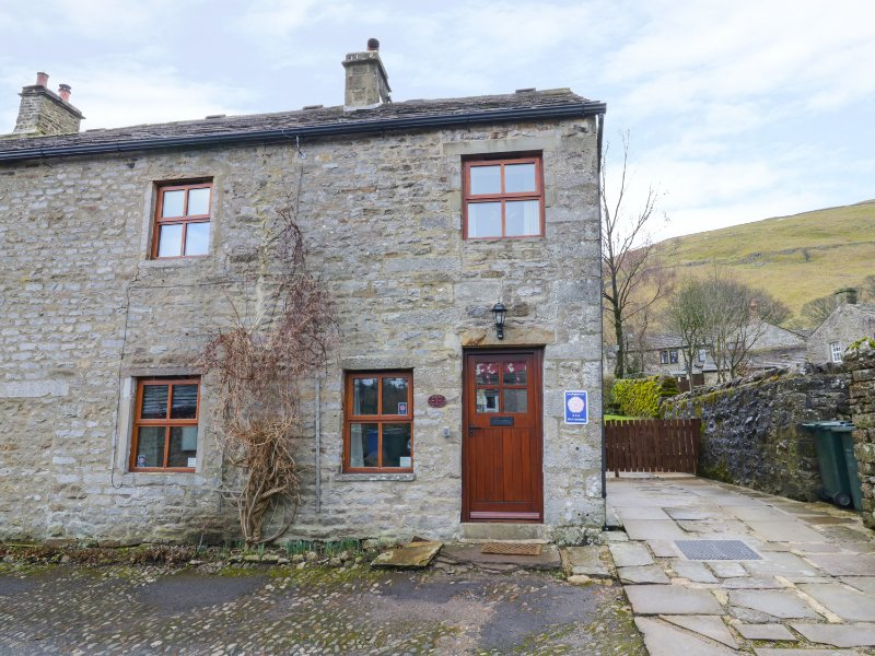 ROWAN COTTAGE, end-terrace, woodburning stove, great views, in Buckden, Ref, casa vacanza a Kettlewell