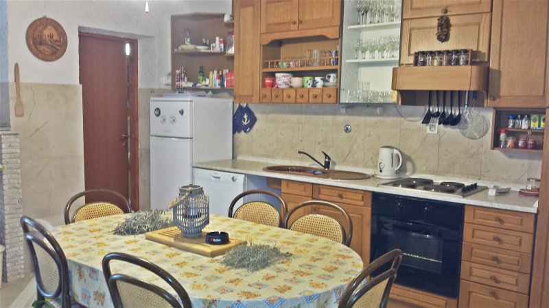 Beautiful apartment near the beach, holiday rental in Zlarin Island