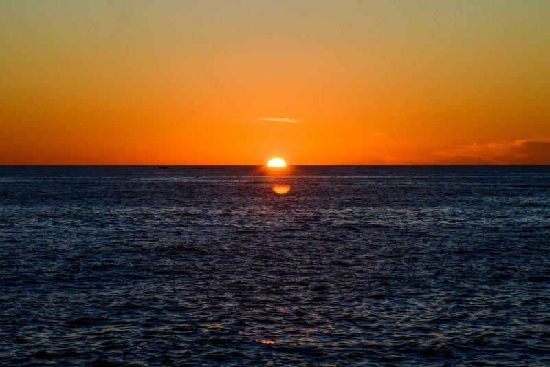 Finire notti di vacanza a guardare il meraviglioso tramonto del Pacifico.