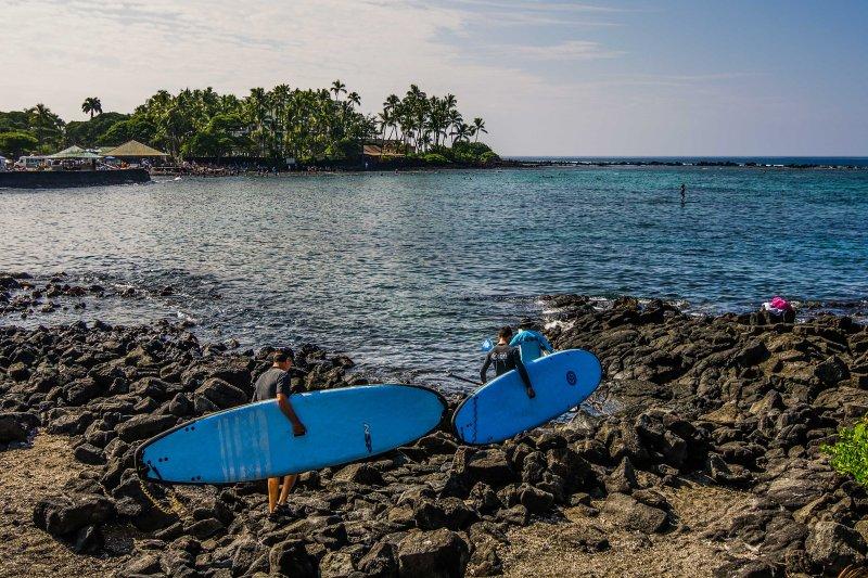 Esplorare le acque da paddle stand-up.