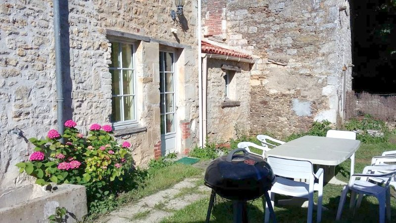 Amazing house with garden & Wifi, holiday rental in La Caillere-Saint-Hilaire