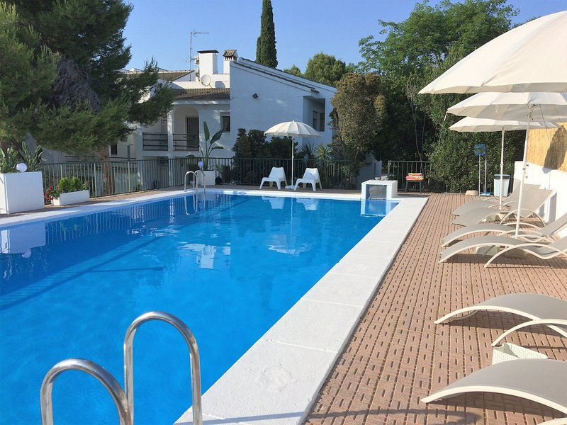 Amazing apt with pool access & Wifi, location de vacances à Naquera