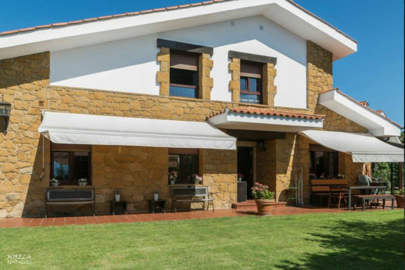 Spacious house with pool access, holiday rental in Somio