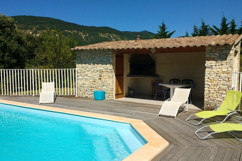 Spacious villa with swimming-pool, location de vacances à Montjoux