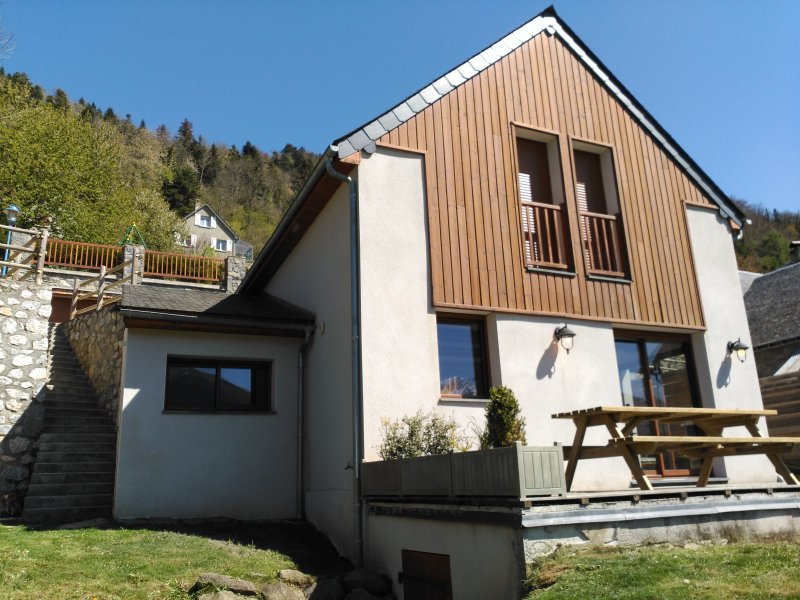 Amazing chalet with terrace & Wifi, holiday rental in Vignec