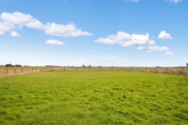 L'intero campo è a disposizione degli ospiti un barbecue, sedersi e guardare il mondo che passa, per cercare cervi