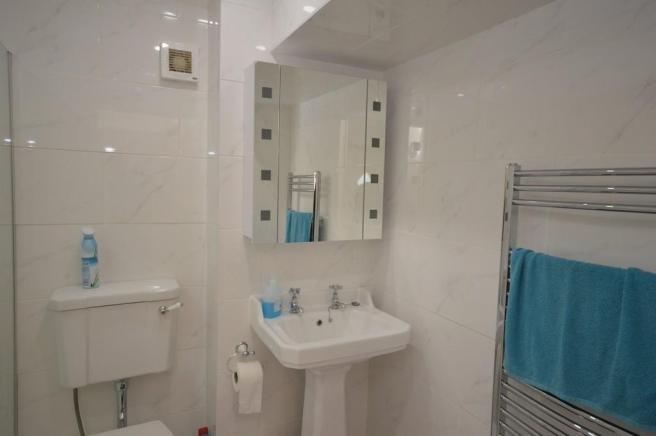 bagno di alta qualità con cabina doccia con sedile, scalda asciugamani