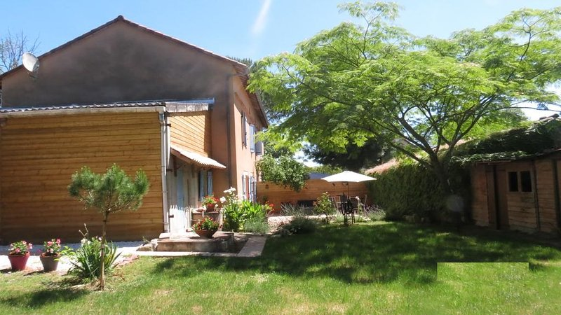 Amazing house with garden & terrace, holiday rental in Andillac