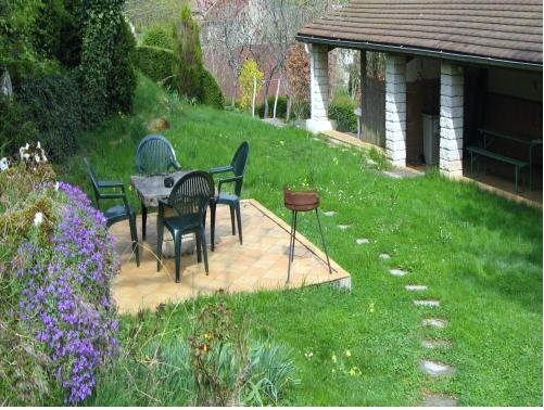 Nice house with garden & terrace, holiday rental in Cousance
