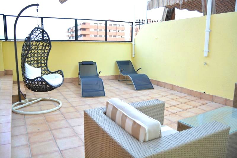 Spacious apt with terrace, location de vacances à Churriana de la Vega