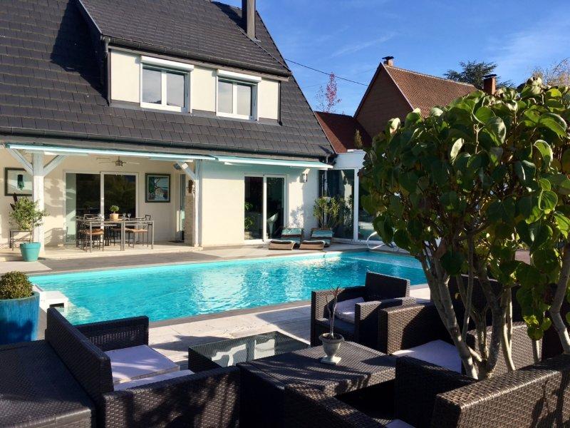Spacious villa with swimming-pool, holiday rental in Walbach