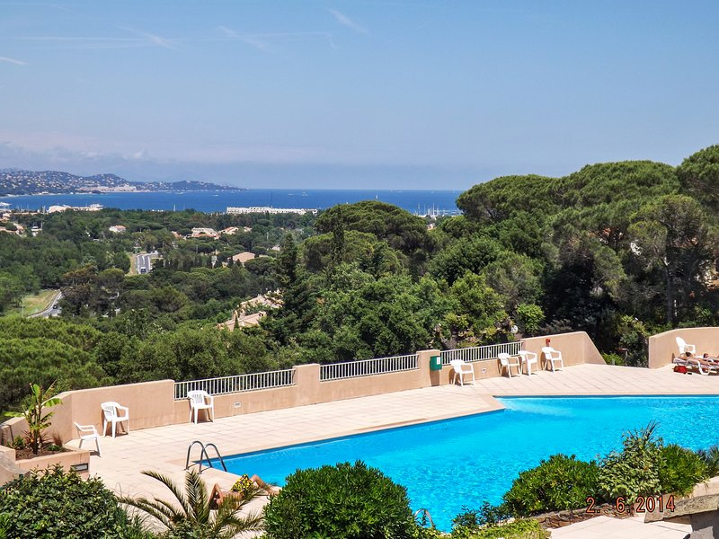 Beautiful house with shared pool, vacation rental in Cogolin