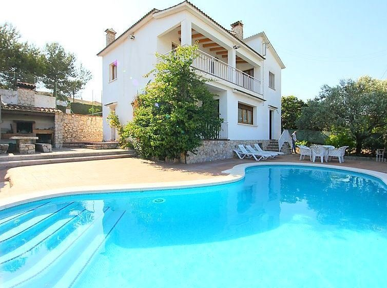 Apartment with swimming-pool, aluguéis de temporada em Pacs del Penedes