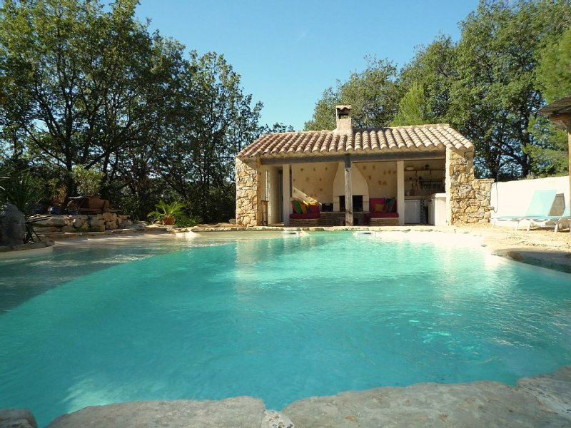 Spacious villa with swimming-pool, holiday rental in Evenos