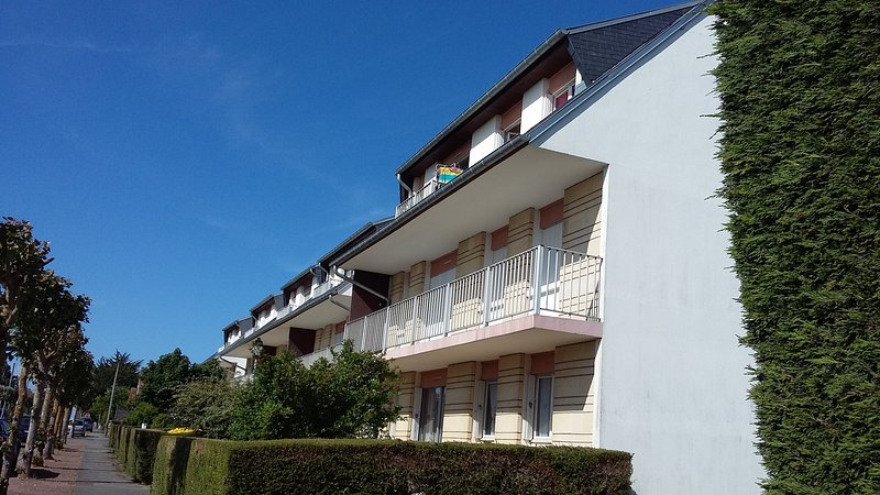 Nice apartment near the beach, holiday rental in Ranville