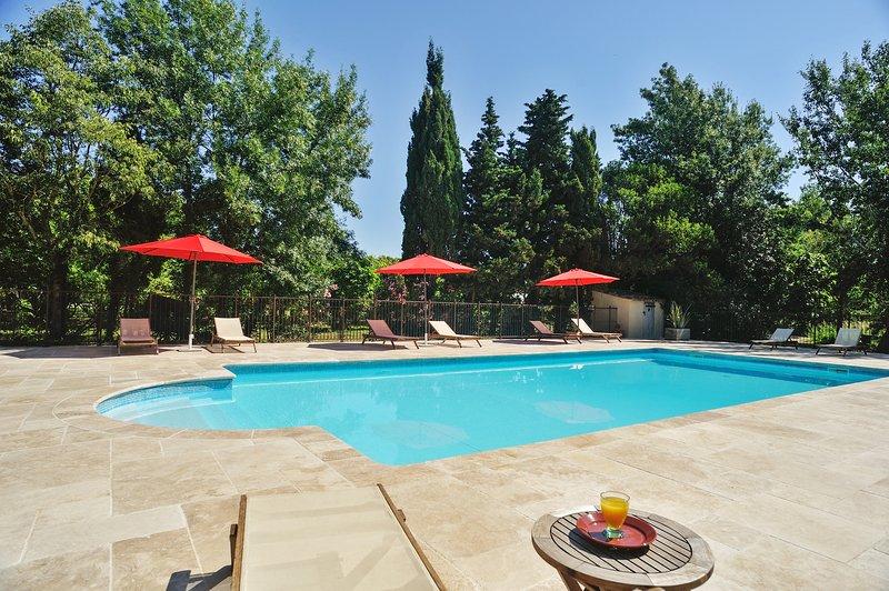 Nice house with pool access & Wifi, holiday rental in Grans