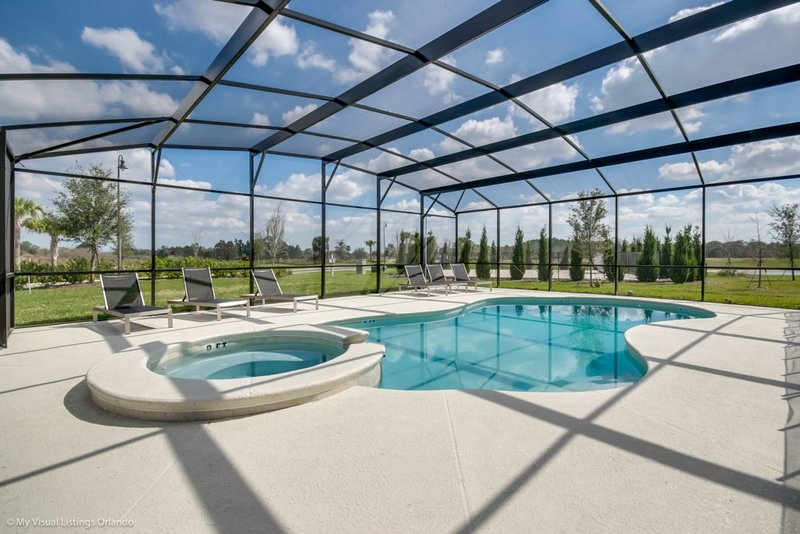 Family Reunion Retreat!  Huge private pool/spa!, holiday rental in Loughman