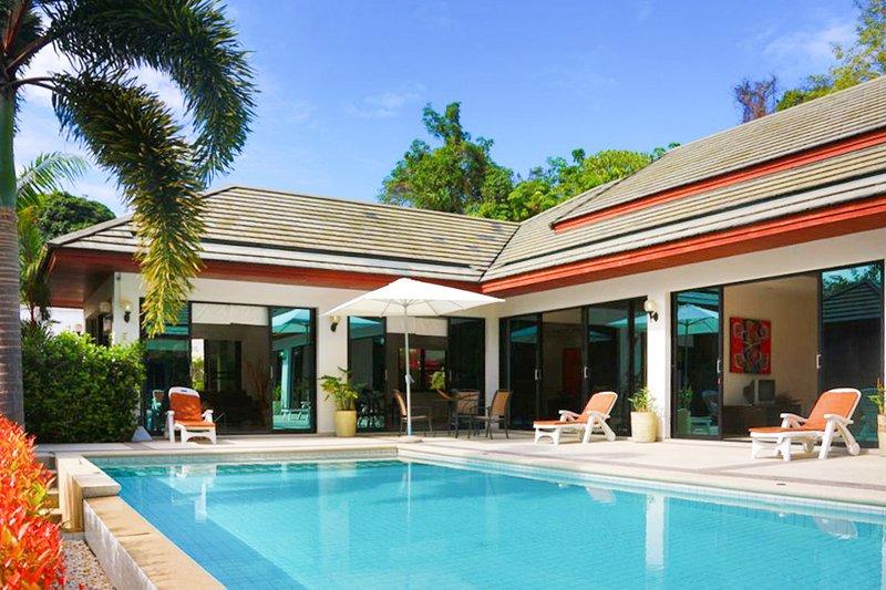 Spacious villa with swimming-pool, casa vacanza a Ya Nui