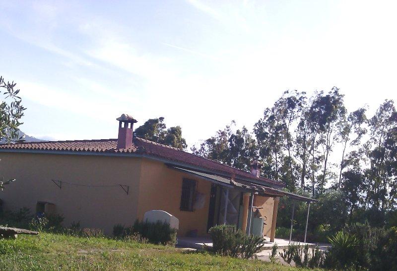 Nice apt with garden & terrace, holiday rental in Posada