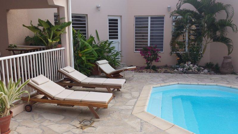 Big villa with swimming-pool & Wifi, location de vacances à Le Marin