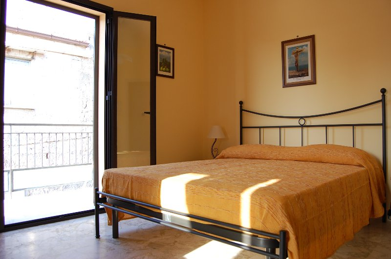 New apartment CES in center with lovely terrace, holiday rental in Isnello
