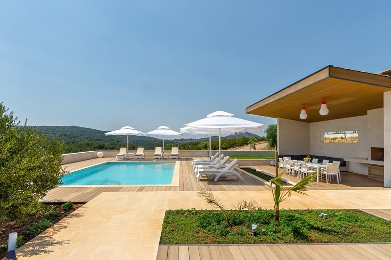 Villa Emily Hvar – Luxurious secluded villa with pool, Hvar island, location de vacances à Zastrazisce