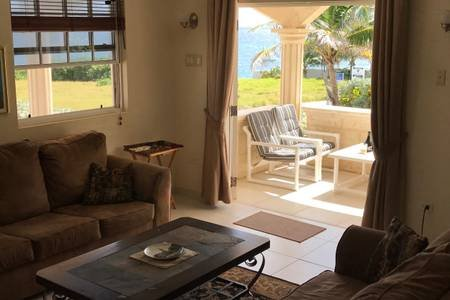 Ocean City Sea View 2 bedroom Apartment sleeps 4, location de vacances à Saint Philip Parish