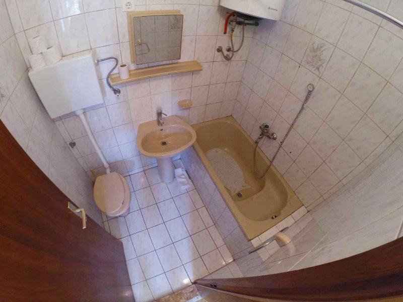 A3 (4 + 1): baño con inodoro.