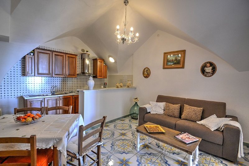 Bomerano Holiday Home Sleeps 5 with Air Con and WiFi - 5577157, vacation rental in Pontone